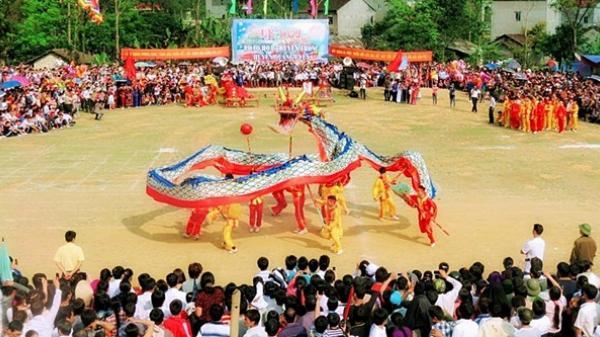 Cao Bằng: Đông đảo du khách tham dự Lễ hội Pháo hoa huyện Quảng Uyên Xuân Mậu Tuất
