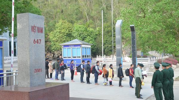 Cao Bằng: Tiếp nhận 15 công dân vượt biên trái phép do Trung Quốc trao trả