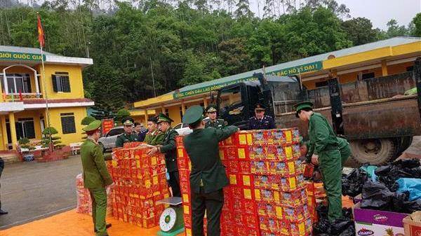 Cao Bằng: Bắt giữ đối tượng điều khiển ô tô tải chứa hàng trăm kg hàng cấm