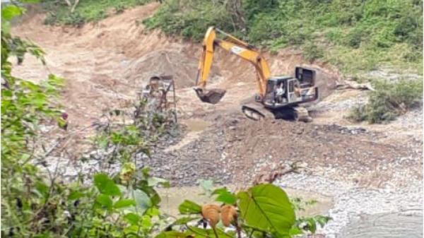 """Cao Bằng: Lợi dụng việc nạo vét lòng hồ xây thủy điện Mông Ân, vàng """"tặc"""" hoành hành trên sông Gâm"""