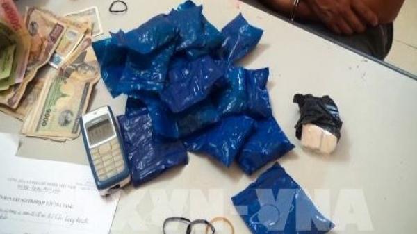 Bắt giữ khẩn cấp 2 đối tượng vận chuyển trái phép 6.000 viên ma túy tổng hợp, 100g heroin, thu giữ 2 súng hơi 1 thanh kiếm