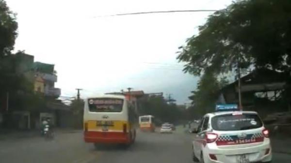 """Video: 2 xe buýt lấn làn, lao như """"ăn cướp"""" giữa phố Thái Nguyên"""