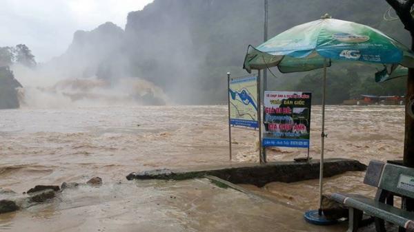 Cao Bằng:Thác Bản Giốc chìm sâu trong biển nước lũ sau trận mưa lớn đầu mùa