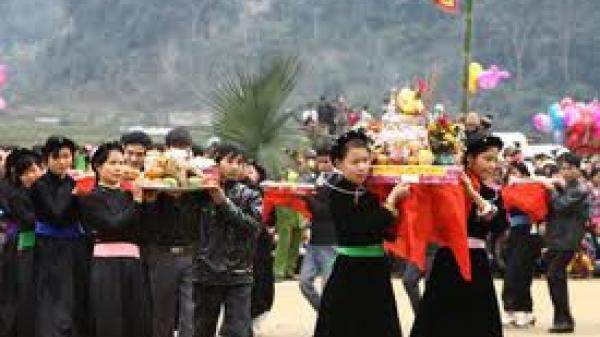 Cảm động tục báo hiếu cha mẹ vợ tháng Vu Lan của người Tày, Nùng ở Cao Bằng