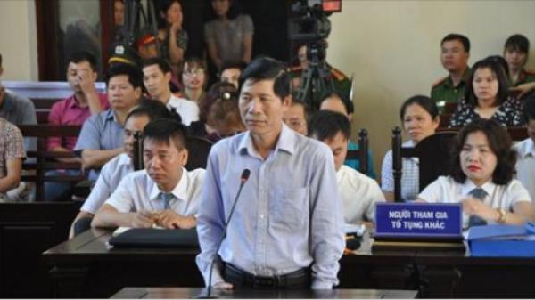 Tại phiên tòa chủ toạ nhắc nhở thẩm phán khi hỏi 'xoáy' BS Hoàng Công Lương về lời thề Hippocrates