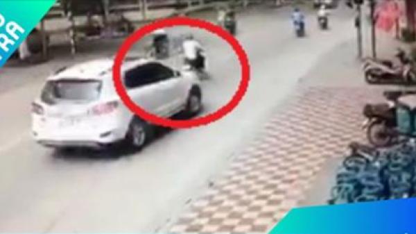Cao Bằng: Dừng đèn đỏ, xe máy bị ôtô từ sau đâm trúng