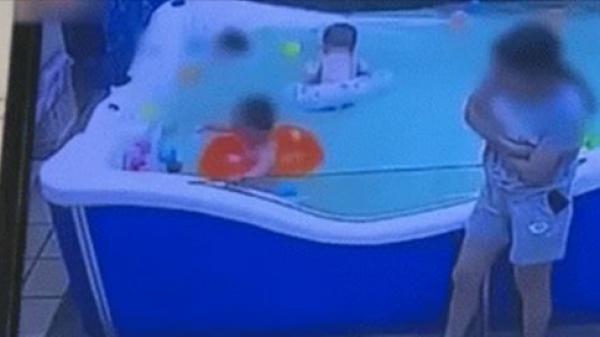 Bé trai 7 tháng tuổi đuối nước khi tập bơi, không một ai chú ý, mẹ chết lặng khi nhìn thấy con