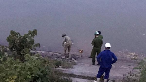 Nóng: Phát hiện thi t.hể nam thanh niên trôi dạt bên bờ sông