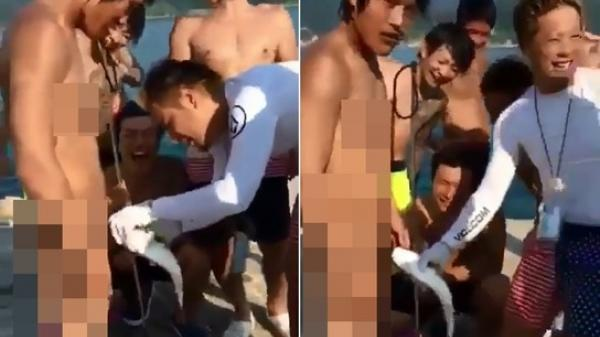 Nam thanh niên nhọ nhất năm, đi bơi bị cá ngoạm chặt 'của quý' lại gặp nhóm bạn bè hả hê cười vào mặt