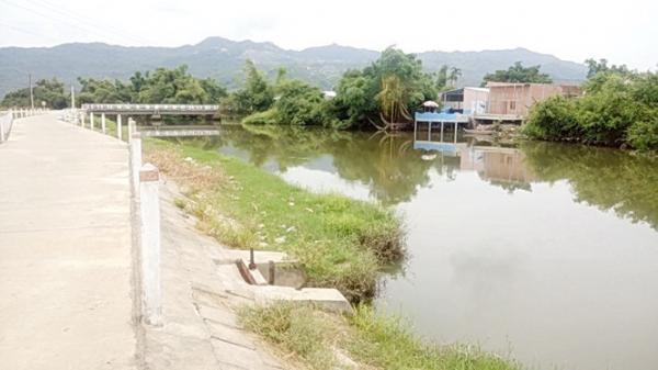 NÓNG: Cãi vã quyết liệt, thanh niên xô bạn gái xuống sông t.ử v.o.n.g