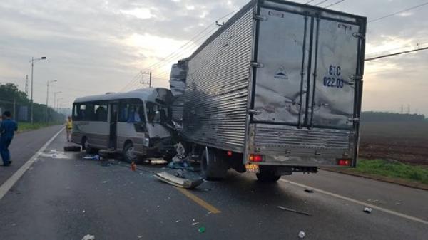Nóng: Tai nạn kinh hoàng giữa xe khách và xe tải khiến 18 người nhập viện cấp cứu