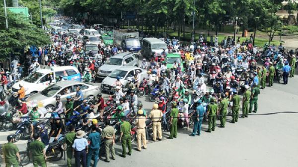 Người dân nhiều địa phương xuống đường gây náo loạn