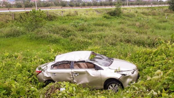 Thái Nguyên: Phát hiện một chiếc ô tô bẹp rúm bất thường nằm giữa bãi rác sau đêm mưa gió