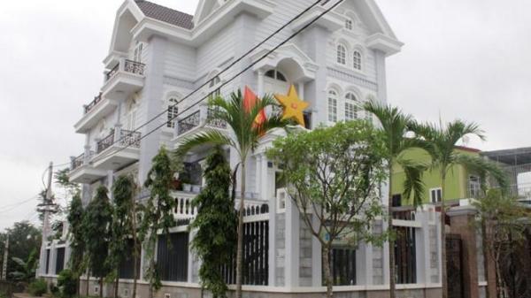 Choáng ngợp trước cuộc sống giàu sang, những căn biệt thự khủng tại làng đồng nát siêu giàu ở Việt Nam