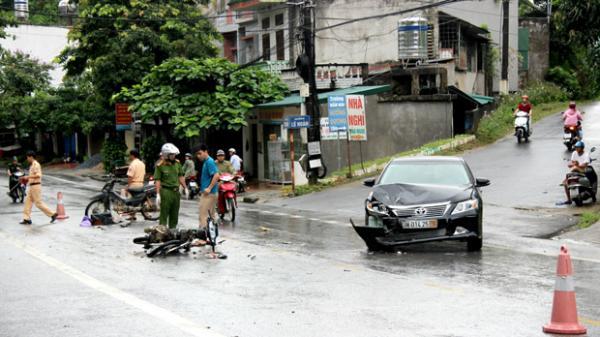 Hà Giang: Hai xe máy vận chuyển lâm sản phóng nhanh gây tai nạn rồi bỏ trốn