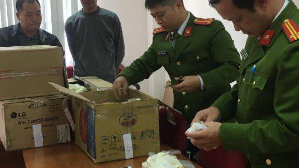 Hải Phòng: Bắt quả tang xe ô tô Camry vận chuyển 700 chiếc điện thoại nhập lậu