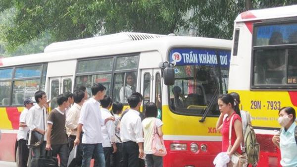 Hà Nội: Đề xuất khách dưới 18 tuổi được dùng vé xe buýt ưu tiên