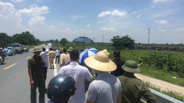 Trưởng Công an huyện: Có vết rách ở cổ, chân tay hai thiếu nữ tử vong cạnh xe máy trên cao tốc Hà Nội - Hải Phòng