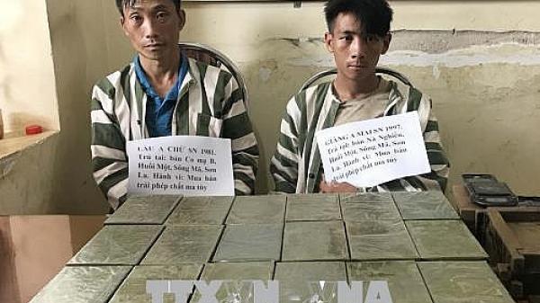 Nóng: Bị cảnh sát vây bắt, kẻ chở 36 bánh heroin lao đầu vào cột mốc để tự t.ử