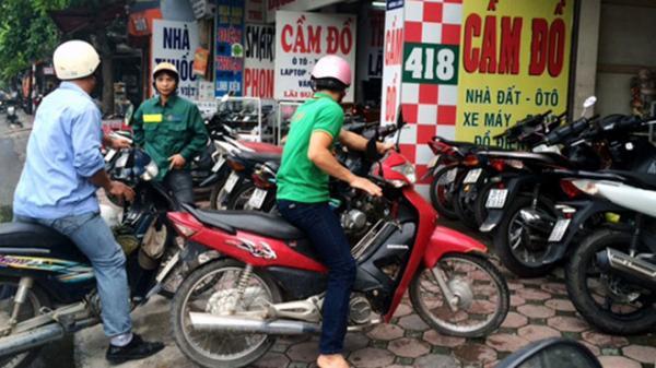 Quá tải mùa World Cup, tiệm cầm đồ chỉ nhận smartphone xịn