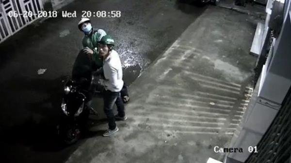 Đi trộm xe trả tiền thua độ bóng đá thì bị bắt, nam thanh niên hỏi trong tù có được xem World Cup không?