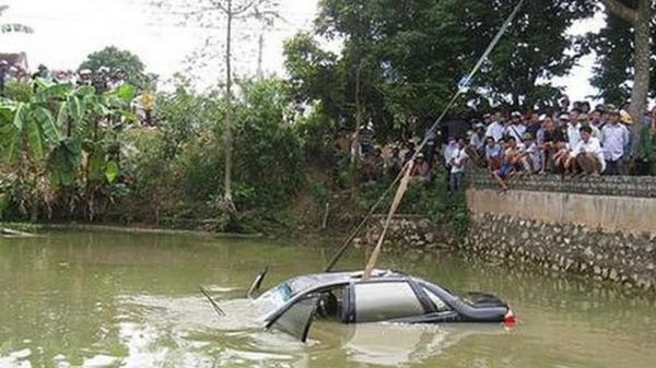 Tài xế gọi điện cầu cứu trước khi t.ử von.g trong ô tô rơi dưới ao là cán bộ Sở Giao thông