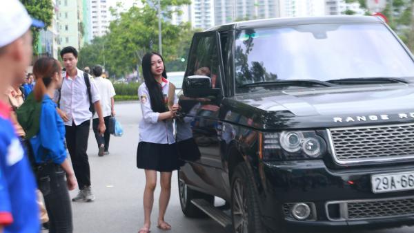 Hà Nội: Cận cảnh nhan sắc nữ sinh được chở đi thi THPT Quốc gia bằng siêu xe Range Rover