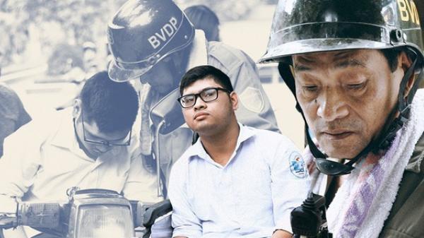 """Chuyện người cha già bên chiếc xe lăn chờ con trai thi THPT Quốc Gia ở Hà Nội: """"Em nợ bố nhiều lắm"""""""