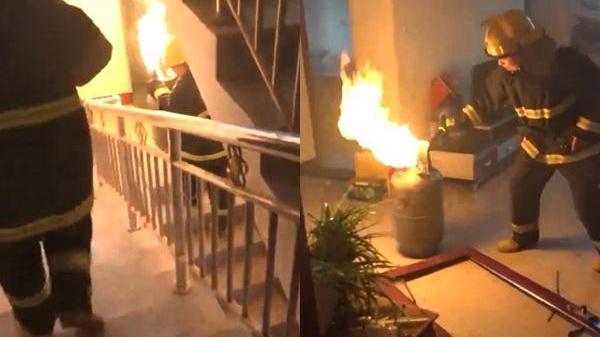 Clip anh lính cứu hỏa tay không bê bình ga đang cháy và cái kết không thể ngờ tới