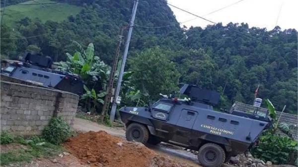 Hàng trăm cảnh sát dùng xe bọc thép đột kích hang ổ ma túy