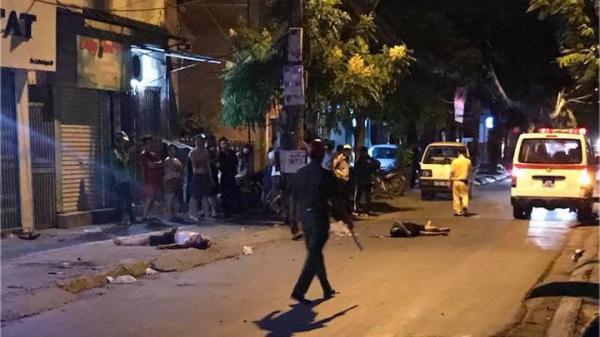 Phát hiện thi thể 2 thanh niên bên cạnh xe máy trên phố Hà Nội lúc rạng sáng