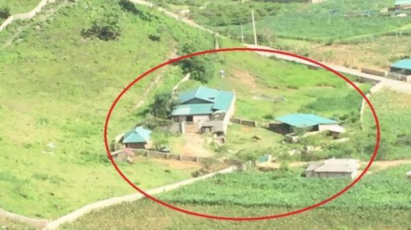 Cận cảnh căn nhà bao quanh bởi bức tường uốn lượn của trùm ma túy vừa bị tiêu diệt ở Lóng Luông