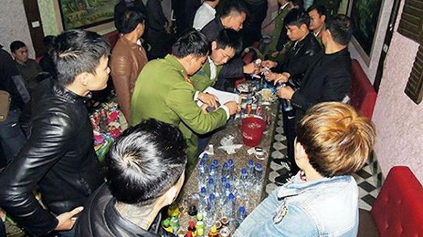"""Lạng Sơn: Bắt quả tang nhiều """"nam thanh nữ tú"""" tổ chức sinh nhật bằng ma túy trong quán karaoke"""