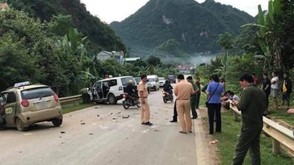 Xe cứu thương chở người đi cấp cứu va chạm với taxi khiến tài xế tử vong