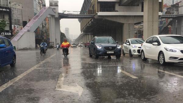 Trận mưa lớn giúp 'chảo lửa' Hà Nội hạ nhiệt