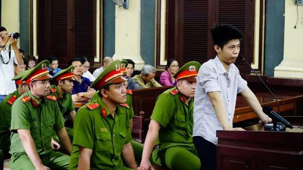 Đang xét xử vụ án thảm sát 5 người, hung thủ lạnh lùng, mặt không biến sắc, dửng dưng khai nhận tội ác