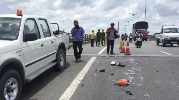 Miền Tây: Va chạm với xe tải mẹ cùng con gái 10 tuổi chết thương tâm