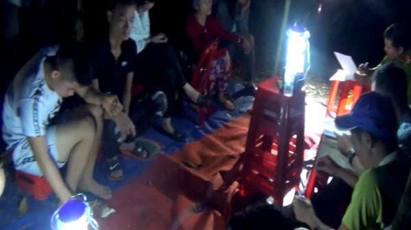 Hàng chục cảnh sát hình sự ập vào sòng bạc quy mô lớn nhiều thanh niên ở Hải Phòng và các tỉnh đang 'sát phạt'