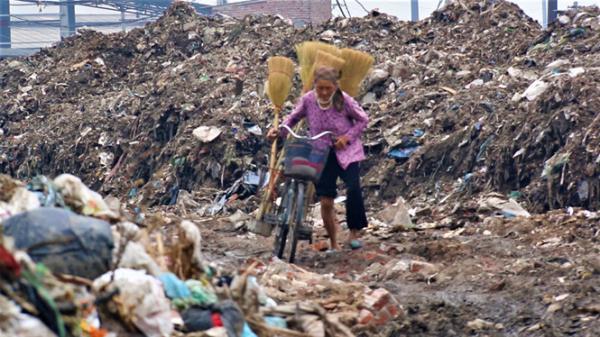 Đau xót cảnh làng giấy Bắc Ninh đang gồng mình lên chống chọi với căn bệnh ung thư