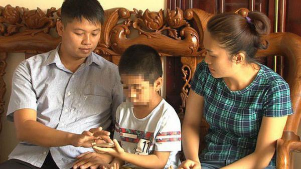 Cả 2 bé trai bị trao nhầm 6 năm đều sợ hãi tột cùng: 'Bé rất sợ hãi khi biết sự thật'
