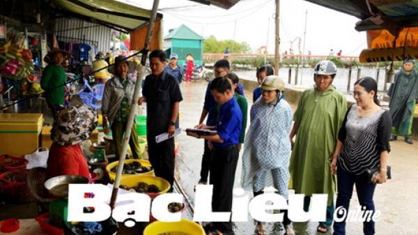 Bạc Liêu: Vận động người dân di dời hàng quán tại khu vực sạt lở kè Nhà Mát