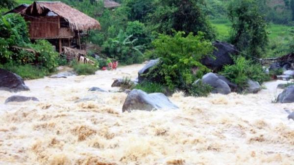Dự báo thời tiết ngày 15/7: Vùng áp thấp diễn biến nguy hiểm, cảnh báo sạt lở và lũ quét tại Hà Giang và nhiều tỉnh