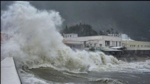 Bão số 3 Sơn Tinh giật cấp 10 trên biển Đông, đang vào đất liền