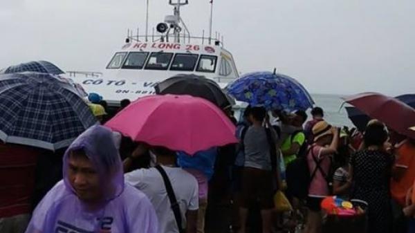Nhiều khách kẹt lại trên đảo Cô Tô (Quảng Ninh) do ảnh hưởng của bão số 3