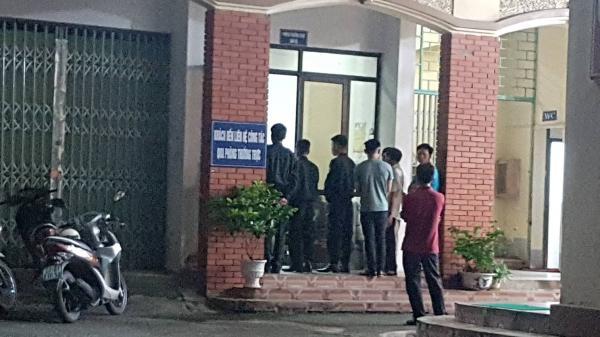 Sở GD&ĐT tỉnh Hà Giang đông người ra vào 'bất thường' trong đêm