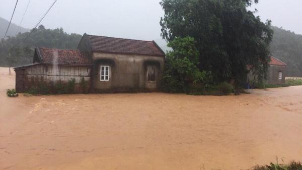 Lũ cuồn cuộn đổ về khắp các tỉnh, Cao Bằng có nguy cơ cao xảy ra sạt lở đất và lũ quét