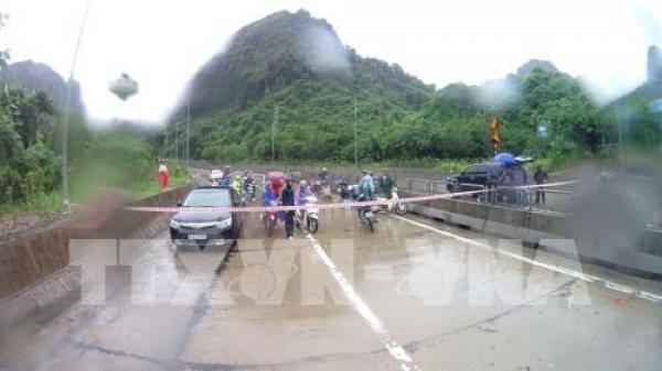 Quảng Ninh: Phố cũng như sông, khắp nơi mênh mông nước chảy không phân biệt đâu là hồ hay là đường đi