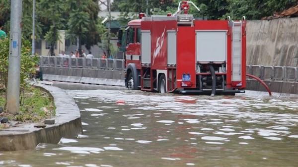 Quảng Ninh: HY HỮU xe cứu hỏa đi 'cứu thủy' chống ngập lụt