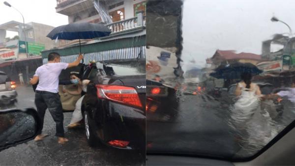Hải Phòng: Hình ảnh đẹp của tài xế xe tải cầm ô che cho cô dâu vượt lũ về nhà chồng