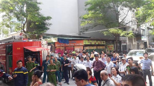 Hà Nội: Lửa bùng phát khiến khói bao trùm tòa nhà cao tầng, nhiều nhân viên và cư dân hoảng loạn tháo chạy ra ngoài